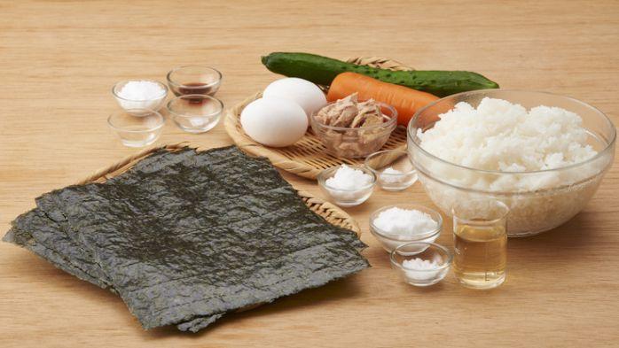 Nguyên liệu làm cơm cuộn