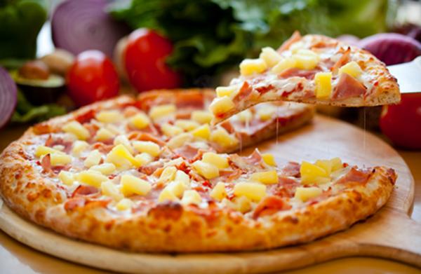 cách làm pizza xúc xích