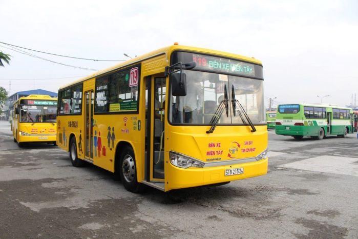 Xe buýt đi qua bệnh viện 115